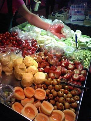 夜市の果物屋